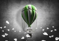 Ballon à air chaud volant dans la chambre Images stock