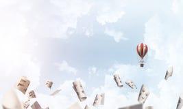 Ballon à air chaud volant dans le ciel Photographie stock