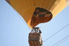 Ballon à air de Cappadocia TurkeyHot volant au-dessus des vallées dans Cappadocia Turquie images stock