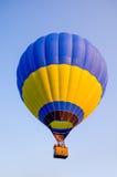 ballon à air en ciel bleu Photo stock