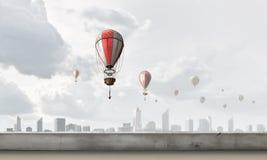Ballon à air en ciel d'été Photo stock