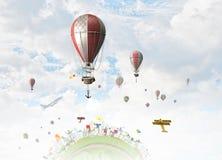Ballon à air en ciel d'été Image stock