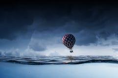 Ballon à air en mer Photos libres de droits