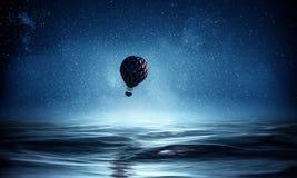 Ballon à air en mer Image stock