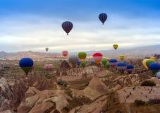 Ballon à air en montagne Photos libres de droits
