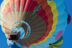 Ballon ζεστού αέρα φυλή στο πλήρες χρώμα στοκ εικόνα με δικαίωμα ελεύθερης χρήσης
