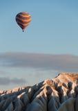 Ballon πέρα από Cappadocia Στοκ Εικόνες