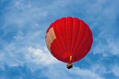 Ballon à air d'un rouge ardent Images libres de droits