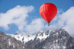 Ballon au-dessus de paysage d'hiver Photos libres de droits