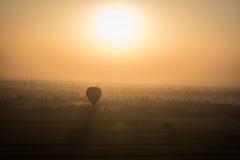 Ballon au lever de soleil, Louxor, Egypte images libres de droits