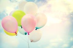 Ballon coloré de vintage sur le ciel bleu Photo libre de droits