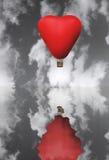 Ballon d'un rouge ardent de cheveux sous forme de coeur Photo libre de droits