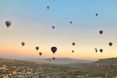 Ballon dans Cappadocia TURQUIE - 13 novembre 2014 Photo stock