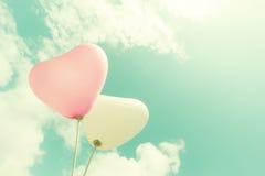 Ballon de coeur de vintage sur le ciel bleu Photo libre de droits