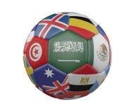 Ballon de football avec des drapeaux d'isolement sur le fond blanc, Arabie Saoudite au centre, rendu 3d illustration stock