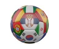 Ballon de football avec des drapeaux d'isolement sur le fond blanc, Serbie au centre, rendu 3d illustration stock