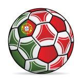 Ballon de football avec les couleurs du drapeau du Portugal Photo stock