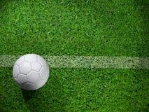 Ballon de football blanc sur la ligne Photos stock
