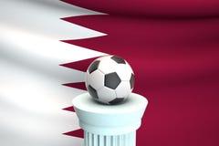 Ballon de football devant le drapeau du Qatar photos stock