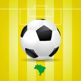 Ballon de football du Brésil sur le fond jaune Photos stock