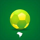Ballon de football du Brésil sur le fond jaune Photo libre de droits
