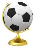 Ballon de football en tant que globe terrestre sur le support d'or Photo stock
