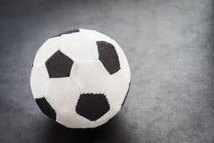 Ballon de football fait en tissu. Photos libres de droits