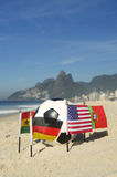 Ballon de football international Rio de Janeiro Brazil de drapeaux de pays du football Photographie stock