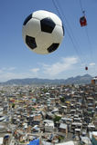 Ballon de football Rio de Janeiro Brazil Favela du football Photos stock