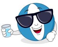 Ballon de plage avec les lunettes de soleil et le verre Photographie stock