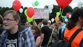 Ballon der homosexuellen Parade der Menge stock footage
