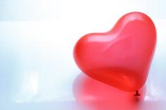 Ballon en forme de coeur rouge Photographie stock