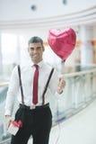 Ballon en het heden van de zakenmanholding hart de gestalte gegeven Stock Afbeelding