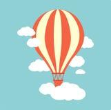 Ballon för varm luft i himlen Arkivfoton