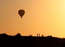 Ballon im Einbruch der Nacht Stockfotos