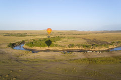 Ballon over de Mara rivier in Kenia/Tansania Royalty-vrije Stock Afbeelding
