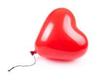 Ballon rouge de coeur d'isolement sur le blanc Image stock