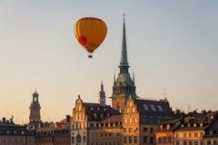 Ballon volant au-dessus de Stockholm Image stock