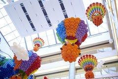 ballondecoratie bij de brandballon van de wandelgalerijsupermarkt Stock Afbeelding