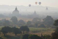 Ballone über Bagan Lizenzfreies Stockbild