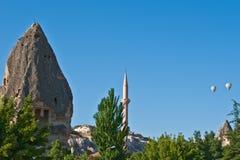 Ballone über Cappadocia Stockfotografie