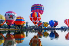 Ballone, Ballone im Himmel, Ballon-Festival, internationale Ballon-Fiesta 2017, Chiang Rai, Thailand Singhapark Stockfotografie