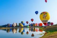 Ballone, Ballone im Himmel, Ballon-Festival, internationale Ballon-Fiesta 2017, Chiang Rai, Thailand Singhapark Lizenzfreies Stockbild