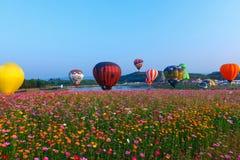 Ballone, Ballone im Himmel, Ballon-Festival, internationale Ballon-Fiesta 2017, Chiang Rai, Thailand Singhapark Lizenzfreie Stockfotografie