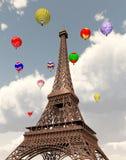 Ballone des Eiffelturms und der Heißluft lizenzfreie abbildung