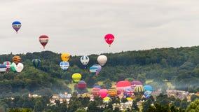Ballone, die bei Bristol Balloon Fiesta C 2016 sich entfernen Stockbilder