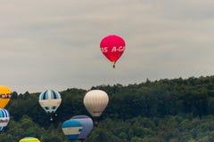 Ballone, die bei Bristol Balloon Fiesta D 2016 sich entfernen Lizenzfreie Stockfotografie