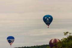 Ballone, die bei Bristol Balloon Fiesta I 2016 sich entfernen Stockfoto