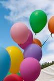 Ballone, die an einem Festival fliegen. Stockfoto