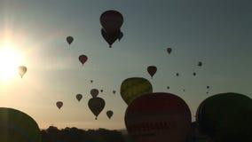 Ballone, die mit der Sonne fliegen